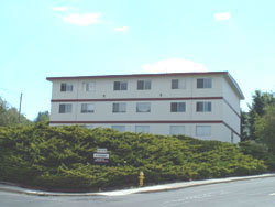 An exterior picture of The Cougar Apartments on 205 Larry Street in Pullman, Wa