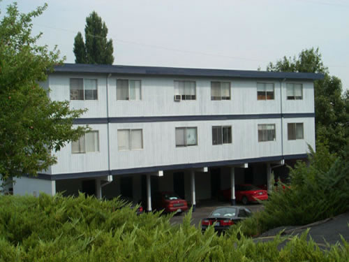 Exterior pictures of The Lamont Apartments on Lamont Street in Pullman, Wa